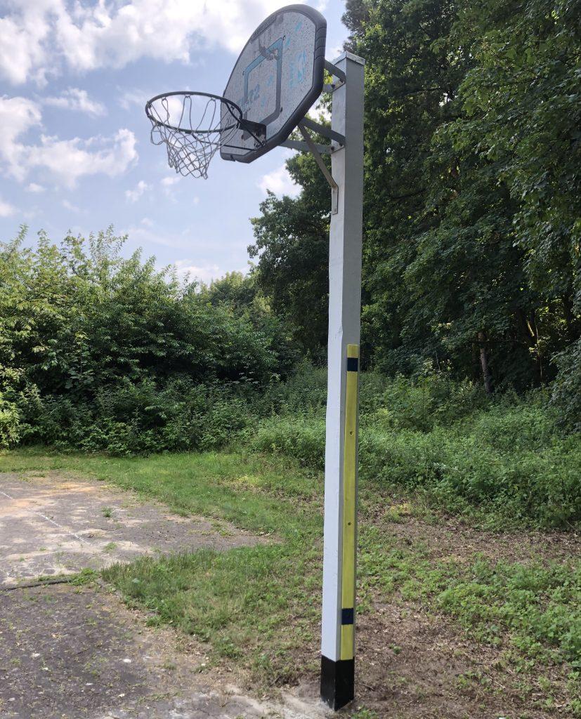 BACK ON COURT – Der Basketballkorb hängt wieder